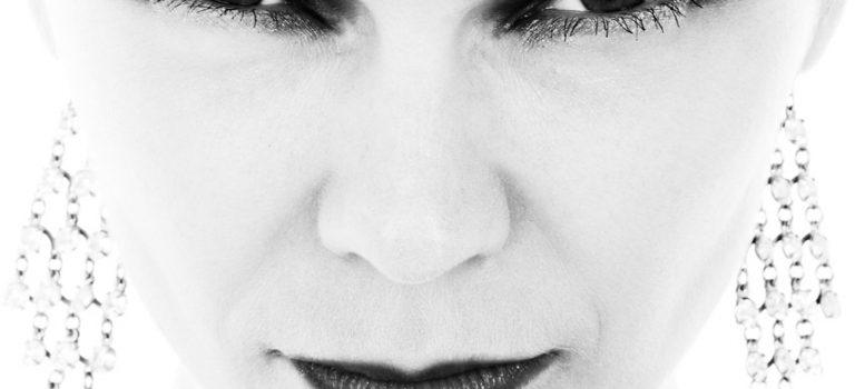 Cosa fare quando cadono i capelli durante la menopausa