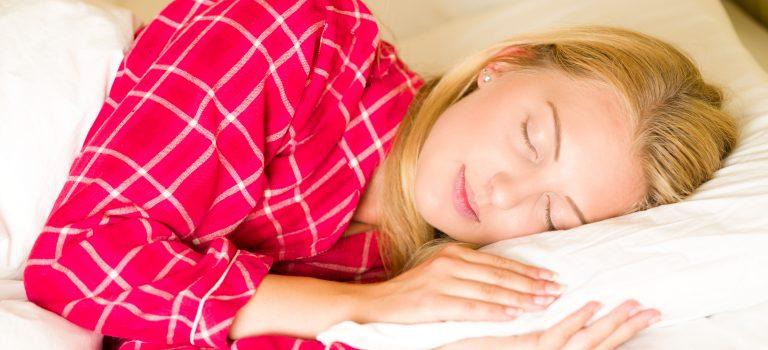 La melatonina non solo ci fa dormire ma fa bene ai capelli